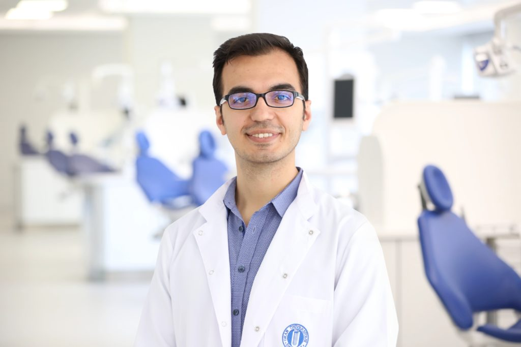 İstanbul Okan Üniversitesi Diş Hastanesi Restoratif Diş Tedavisi Bölümü'nden Dr. Öğr. Üyesi Hakan Yasin Gönder