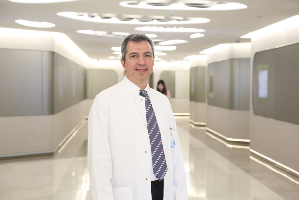 Liv Hospital Ulus Göğüs Cerrahisi Uzmanı Prof. Dr. Celalettin Kocatürk