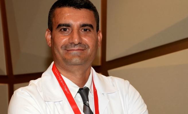 Memorial Bahçelievler Hastanesi Kadın Hastalıkları ve Doğum Bölümü'nden Jinekolojik Onkoloji Uzmanı Doç. Dr. Veysel Şal